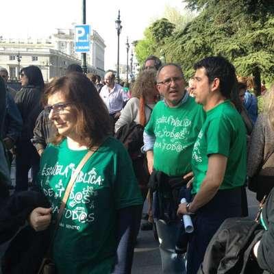 Los profesores momentos después del desalojo en la Catedral de la Almudena de Madrid.