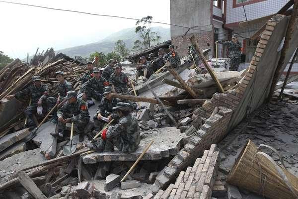 20 de abril - Mais de 150 pessoas morreram e mais de 5 mil ficaram feridas após o terremoto de 7 graus na escala Richter que sacudiu neste sábado a província central chinesa de Sichuan, a mesma na qual um sismo de 8 graus de magnitude causou 90 mil mortos há quase cinco anos