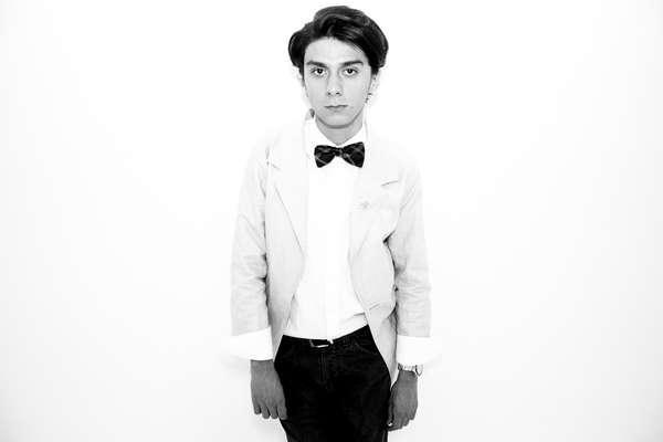 Derenth Jiménez es un español que se vino a vivir a Colombia por cuestiones de trabajo de familia. Aunque fue un cambio drástico la industria de la moda colombiana lo ha recibido con los brazos abiertos .