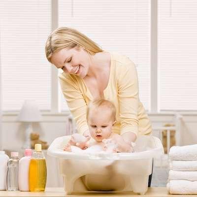 Deixe tudo que você precisará no banho separado, para não expor o bebê ao frio