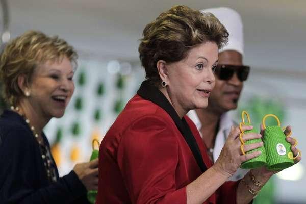 A presidente Dilma Rousseff visitou a exposição O Olhar que Ouve, organizada por Carlinhos Brown no Palácio do Planalto