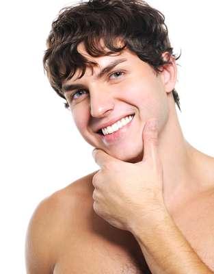 Vaidosos, homens podem tratar a cútis com cinco cuidados simples, rápidos e fáceis de seguir