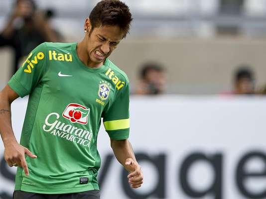Com Neymar e Ronaldinho em times opostos, o Brasil fez mistério em treinamento para amistoso contra o Chile, nesta quarta-feira, em Belo Horizonte