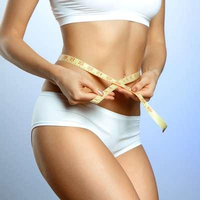 Aplicadas no tecido subcutâneo, enzimas de ação lipolítica queimam gordura, reduzindo medidas e combatendo até a celulite