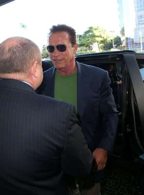 Arnold Schwarzenegger desembarcou nesta quinta-feira (25) no Rio de Janeiro