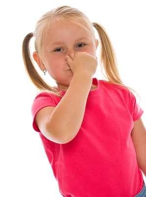 O mau hálito pode atrapalhar o relacionamento da criança com o grupo, uma vez que é desagradável conversar com alguém e sentir o odor da boca.