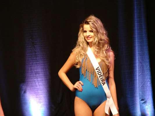 Kimberly Maciel, do município de Videira, foi a vencedora do concurso Miss Santa Catarina Globo Internacional 2013, que aconteceu no último sábado