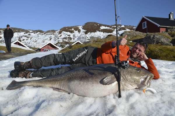 O pescador alemão Michael Eisele posa ao lado do bacalhau-do-atlântico (Gadus morhua) que ele capturou na Noruega. O peixe, que pesa 47 quilos e tem 1,60 metro de comprimento, foi encontrado na região de Breivikfjord, ao norte do país nórdico. Esse tipo de animal, considerado ameaçado de extinção, pode atingir os 2 metros de comprimento e até 96 quilos de peso. Confira a seguir mais imagens de animais em abril