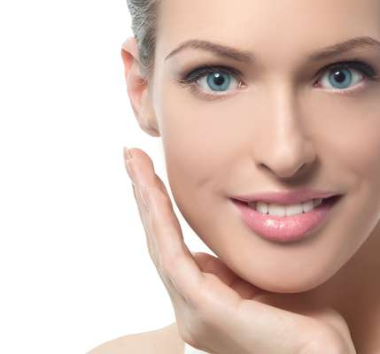 Vilão da beleza feminina, o bigode chinês pode ser tratado com peelings, cremes, radiofrequência e preenchimentos