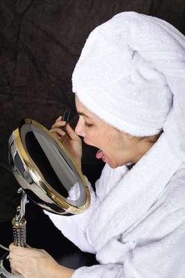 La lengua es tan esencial como los dientes y las encías limpias, pero a menudo no recibe tanta atención. Además del lenguaje, ese órgano es vital para degustar la comida y la bebida, y para mantener el equilibrio de la boca. Acá te invitamos a conocer mejor a tu lengua.