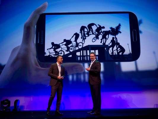 O aparelho estará nas lojas a partir do dia 8 de maio, e custará a partir de R$ 2.399, na versão 3G. A versão 4G estará cotada a R$ 2.499. O valor é do Galaxy S4 desbloqueado, sem operadora