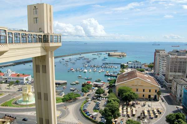 Elevador Lacerda:emblemática construção da capital baiana, o Elevador Lacerda foi inaugurado em 1873 e atinge uma altura de 72 metros