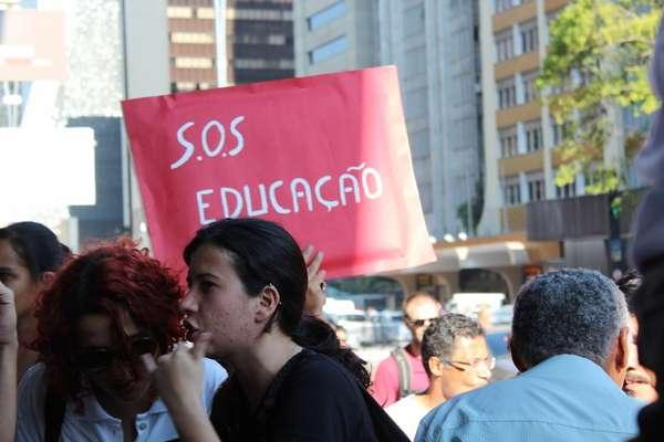 Professores da rede estadual de São Paulo fazem mais um protesto no vão livre do Masp para cobrar melhores condições de trabalho