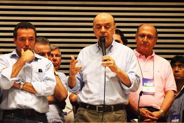 Principais nomes do partido compareceram à votação que irá escolher o novo presidente estadual do PSDB em São Paulo para os próximos dois anos. O senador Aloysio Nunes, o ex-governador do Estado José Serra, e o atual governador, Geraldo Alckmin são alguns dos líderes da legenda que compareceram à convenção, realizada na Assembleia Legislativa de São Paulo