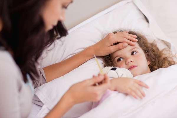 fiebre y llagas en la boca niños