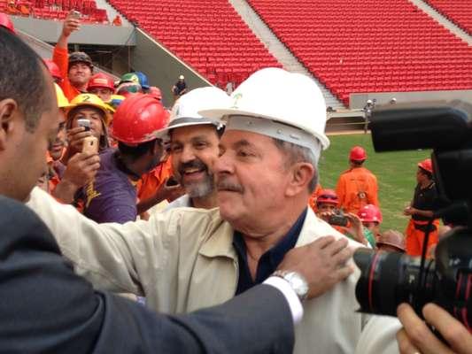Presidente da República entre 2002 e 2010, Luiz Inácio Lula da Silva visitou nesta quarta-feira o Estádio Nacional de Brasília (Mané Garrincha), que receberá a Copa das Confederações deste ano e o Mundial de 2014