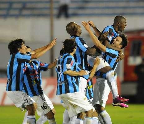 Real Garcilaso logra hazaña y avanza a cuartos de final de la Copa Libertadores. El partido terminó empatada a uno, pero el cuadro peruano superó al uruguayo en penales.