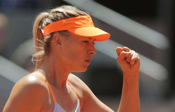 A russa Maria Sharapova derrotou neste sábado a sérvia Ana Ivanovic e garantiu vaga na final do Premier de Madri