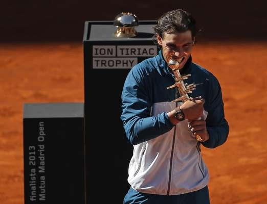 O espanhol Rafael Nadal se sagrou campeão do Masters 1000 de Madri neste domingo pela terceira vez na carreira
