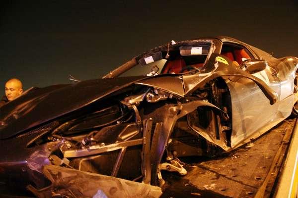 Um motorista perdeu o controle de sua Ferrari na madrugada desta segunda-feira, na zona oeste de São Paulo