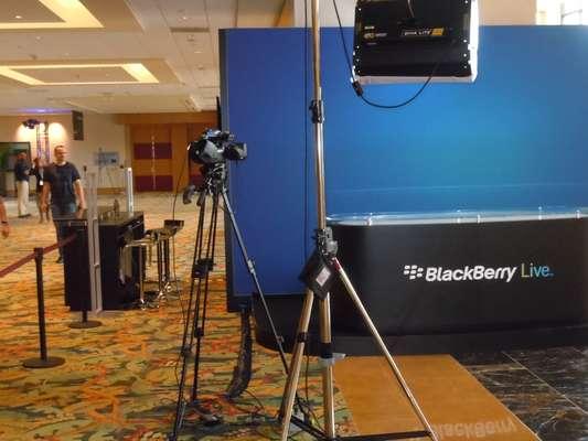 A BlackBerry aproveitou esta segunda-feira para fazer os últimos ajustes em sua maior conferência do ano. O BlackBerry Live 2013, realizado em Orlando, na Flórida (EUA) entre os dias 14 e 16 de maio, promete apresentar as últimas novidades da empresa em sua busca por retomar o mercado perdido para Apple e Samsung