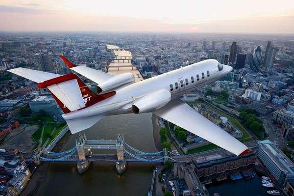 A Bombardier anunciou nesta segunda-feira que o primeiro modelo de produção do Learjet 75 fará sua estreia na feira europeia de aviação (Ebace)