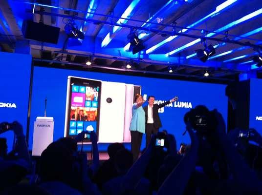 Executivos da Nokia apresentaram o Lumia 925, em 14 de maio, durante evento em Londres