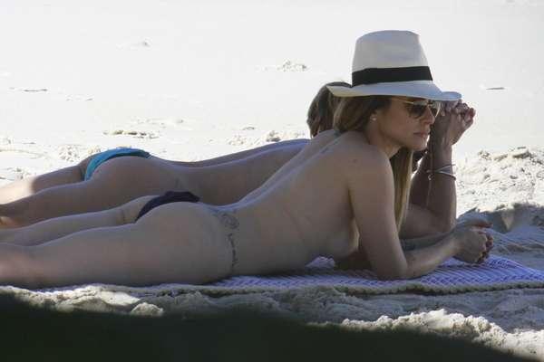 Cleo Pires e Cissa Guimarães gravaram cenas da novela 'Salve Jorge' na praia de nudismo Abricó, no Rio de Janeiro
