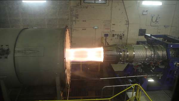 A fabricante britânica de motores Rolls-Royce divulgou imagens de testes de seu motor turbo EJ200