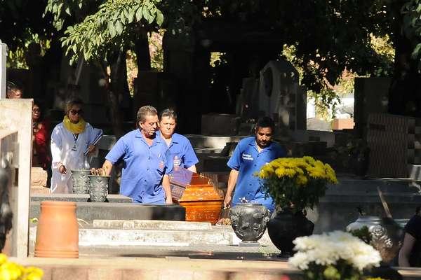 Após exumação há dois meses, restos mortais de Marcos Matsunaga foram sepultados nesta quarta-feira no Cemitério São Paulo, na capital paulista