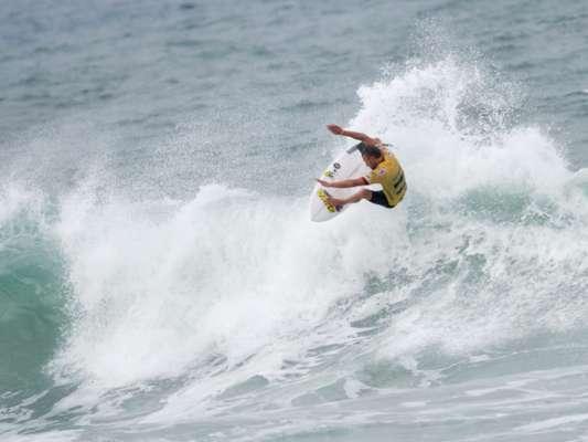 Na quarta fase da etapa do Rio de Janeiro do Mundial de surfe, uma surpresa: Adrian Buchan superou Kelly Slater e Gabriel Medina
