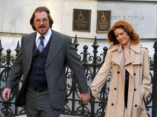 Amy Adams foi vista em Nova York, nessa sexta-feira (17), filmando o longa American Hustle. Além da atriz, Christian Bale - que engordou para o papel - e Bradley Cooper também rodaram suas cenas