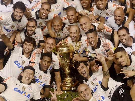 Em jogo na Vila Belmiro, Corinthians empata por 1 a 1 com o Santos e conquista o título do Campeonato Paulista de 2013