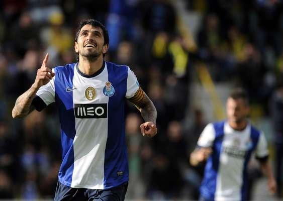 Lucho González (meio-campista)O experiente meia do Porto, que já defendeu a seleção argentina na Copa do Mundo de 2006, é um dos vários desejos de mercado do Internacional