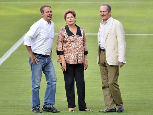 A Arena Pernambuco foi inaugurada com presença do governador do Estado, Eduardo Campos, da presidente Dilma Rousseff e o ministro do Esporte, Aldo Rebelo