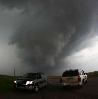 19 de maio - Caçadores de tornados se aproximam de tempestade em South Haven, no Estado americano de Kansas. Uma série de tornados atingiu diversas cidade da região central do país no domingo