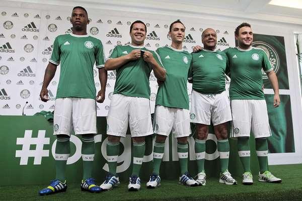 Palmeiras apresentou sua nova camisa que relembra a história do clube