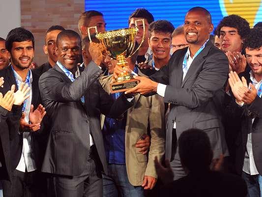Em noite de premiação do futebol carioca, o Botafogo recebeu o troféu de campeão estadual e se destacou entre os melhores da competição; veja