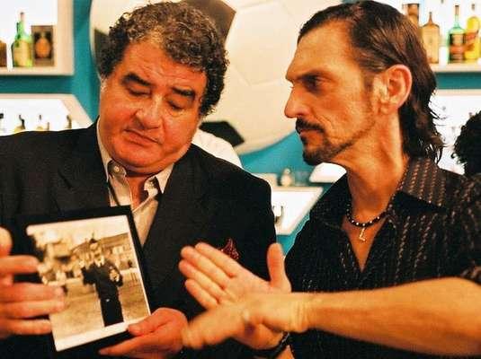 Com direção de Ugo Giorgetti, 'Boleiros - Era uma Vez o Futebol', de 1998, faz um retrato dos chamados ''boleiros'', veteranos do esporte. Em um bar de São Paulo, como acontece em quase todas as tardes, estão reunidos um grupo de ex-jogadores de futebol, que se encontram para relembrar antigas glórias e histórias curiosas do tempo em que ainda eram jogadores profissionais