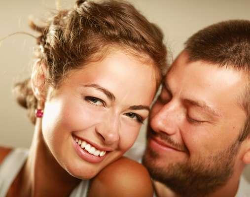 Interesse amoroso entre amigos cria namoro marcado pela confiança