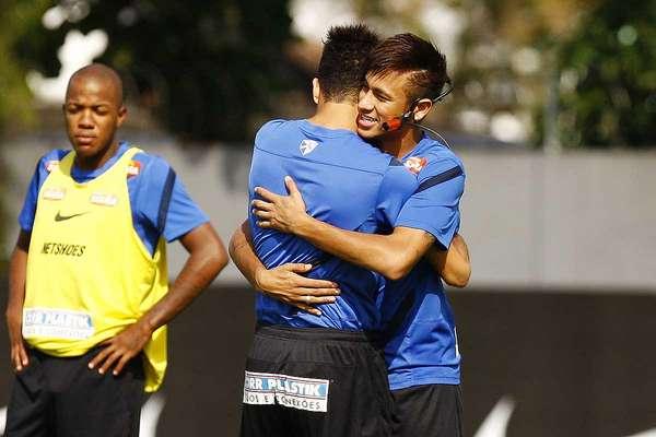 Depois de ter a anuência do Santos para escolher entre as propostas de Barcelona e Real Madrid, Neymar realizou neste sábado, no CT Rei Pelé, o provável último treino pelo clube