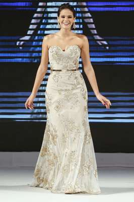 A atriz Bruna Marquezine foi a estrela do penúltimo dia de desfiles da Luxo de Festa