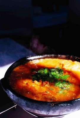 A culinária nordestina possui forte influência africana. A moqueca é um dos pratos mais típicos da região