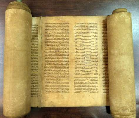 A Universidade de Bolonha (Itália) encontrou o que pode ser o manuscrito da Torá mais antigo do mundo, segundo um professor italiano que afirma que o texto sagrado foi escrito no século XII. O texto foi submetido a várias análises de carbono na Itália e Estados Unidos