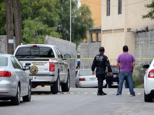 Un joven fue ejecutado a quemarropa en la barda de un domicilio de la colonia Residencial Cuauhtémoc, en el municipio de Santa Catarina, en la madrugada de este jueves.