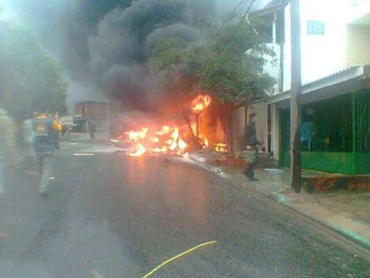 Avião de pequeno porte caiu sobre duas residências em Sorocaba, e deixou duas vítimas fatais na tarde desta quarta-feira