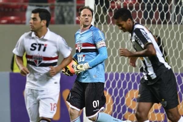 O São Paulo teve um domingo complicado, mas conseguiu arrancar um empate por 0 a 0 com o Atlético-MG no Estádio Independência, pela terceira rodada do Campeonato Brasileiro, e sustentar a primeira colocação da tabela
