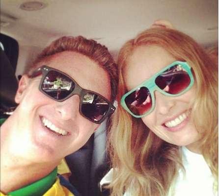 Angélica e Luciano Huck foram juntos conferir a reabertura do Maracanã e torcer pelo Brasil no amistoso do time contra a Inglaterra