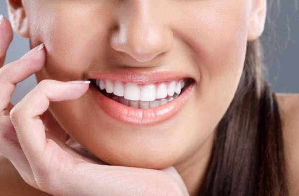 Quando o conjunto maxilar, mandíbula e língua estão em desequilíbrio é sinal que o organismo passa por problemas. Para colocar tudo nos eixos, foi criada a bioreprogramação bucal, no Brasil. A técnica reprograma a biologia do corpo por meio de uma análise da arcada dentária.