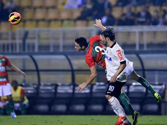 Corinthians e Portuguesa se enfrentaram na noite deste sábado no Estádio do Pacaembu, em São Paulo, pela quinta rodada do Campeonato Brasileiro. No entanto, as torcidas dos dois times que compareceram ao jogo tiveram que se contentar com um empate por 0 a 0, que pouco ajudou nas pretensões de ambos os lados na competição